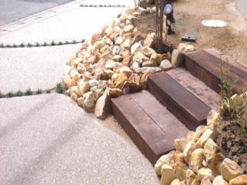自然石の法面の写真