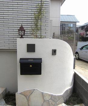 土留を兼ねたオリジナル門塀の写真