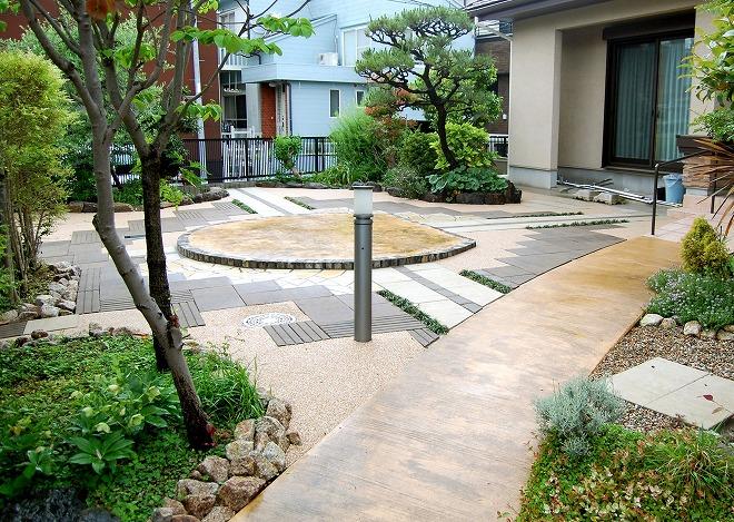 デザインにもこだわった利便性の良いお庭のメイン写真