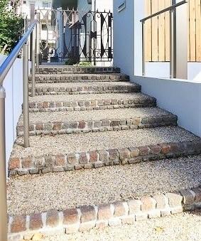 歩きやすい階段の写真