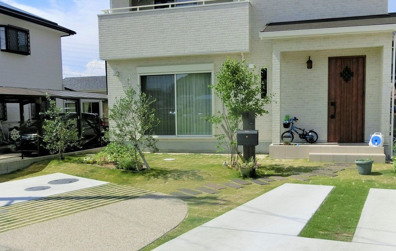 芝生緑化駐車場の写真