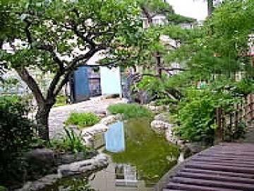 生まれ変わった日本庭園の写真