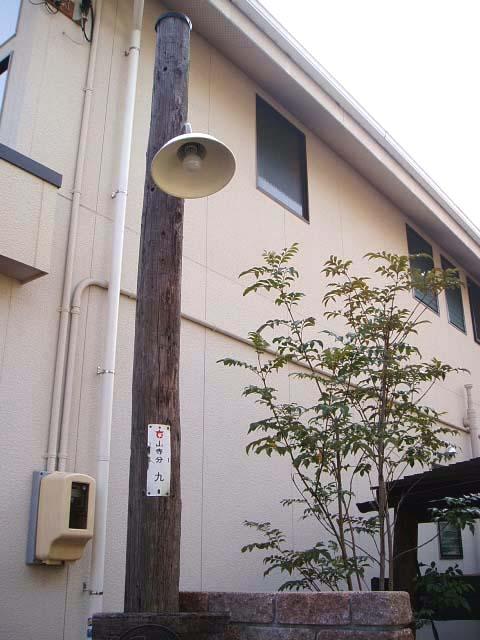 アンティークな門灯の写真