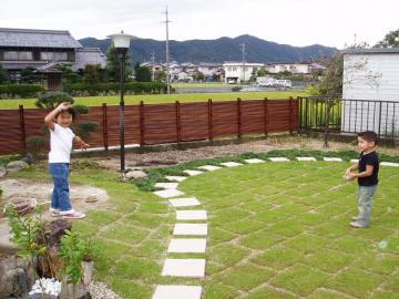 芝生の遊び場の写真