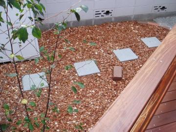雑草対策バークチップの写真