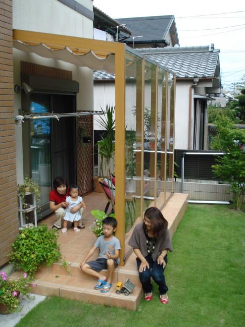 自然と家族が集まる空間の写真