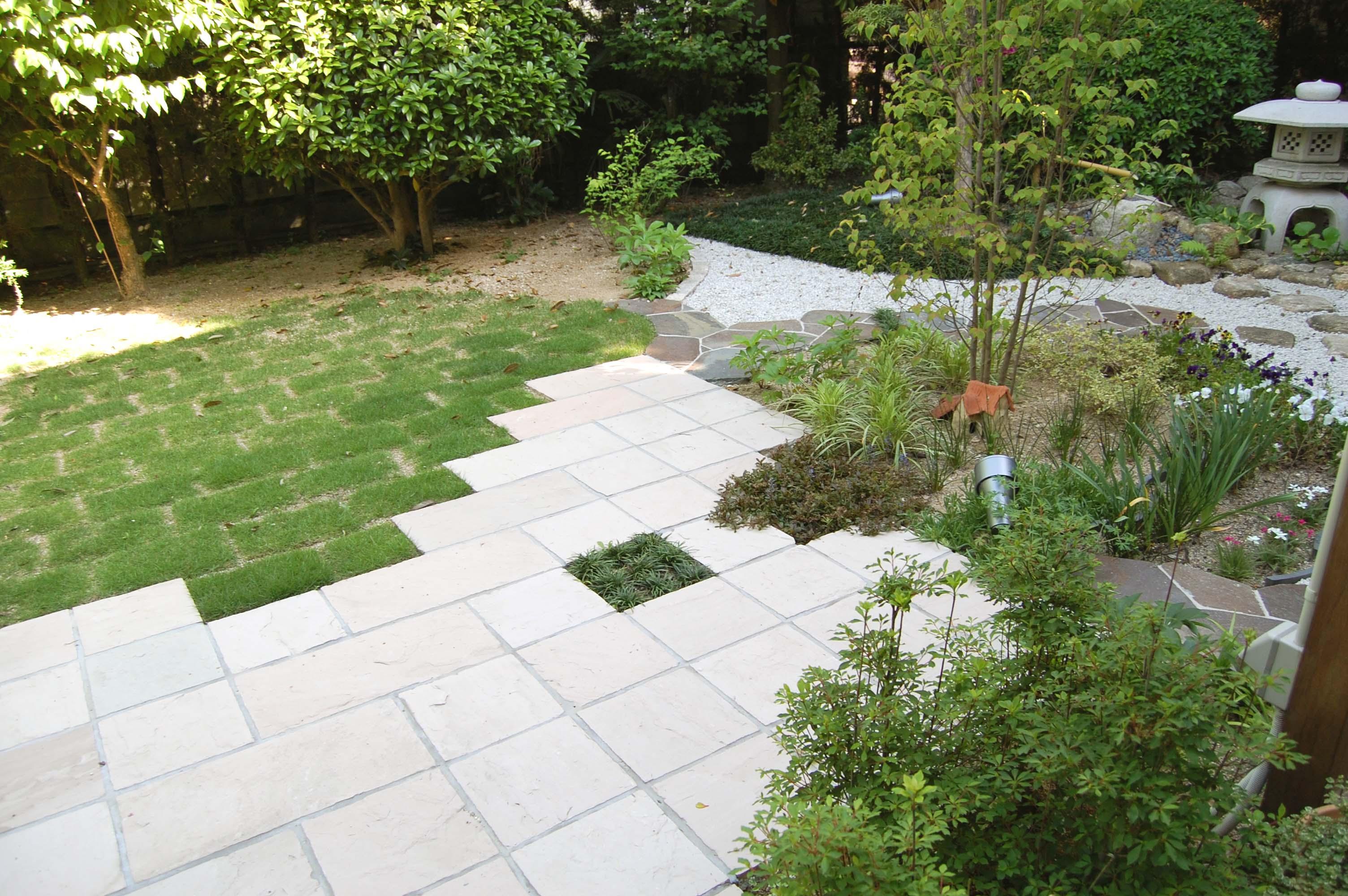 和と洋が上手くマッチした庭のメイン写真