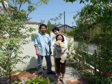 家族で記念撮影の写真